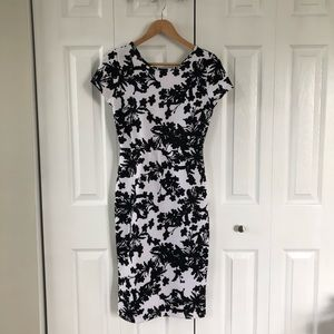 Forever 21 Floral Quilted Short Sleeve Dress